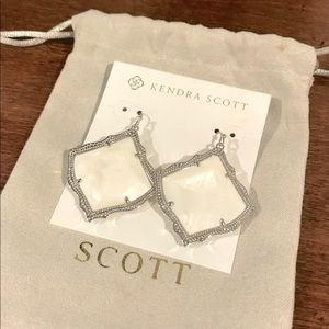 NWT Kendra Scott Kirsten Silver Drop Earrings
